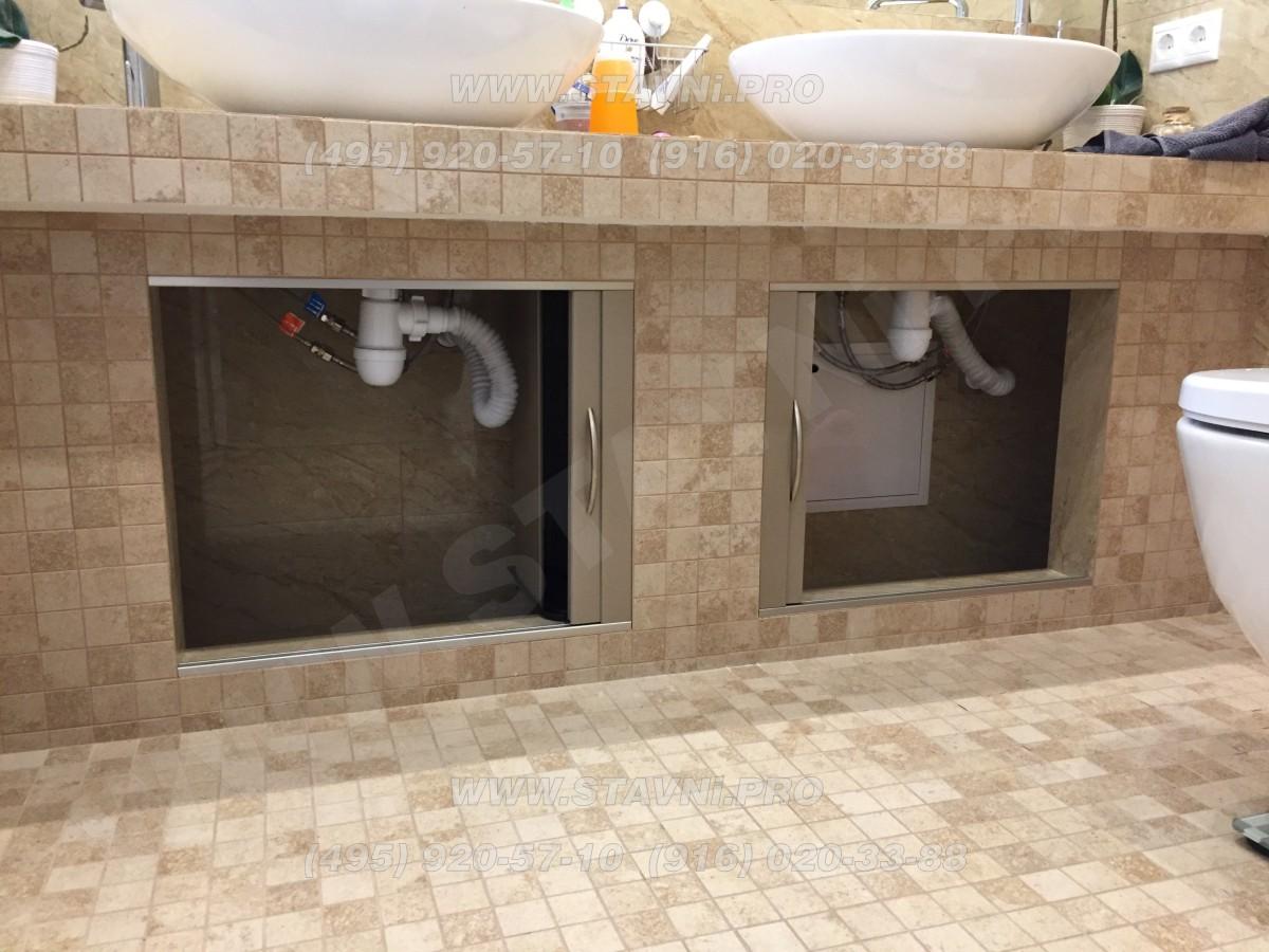 Две роллетные дверцы Rehau под нишами в ванной