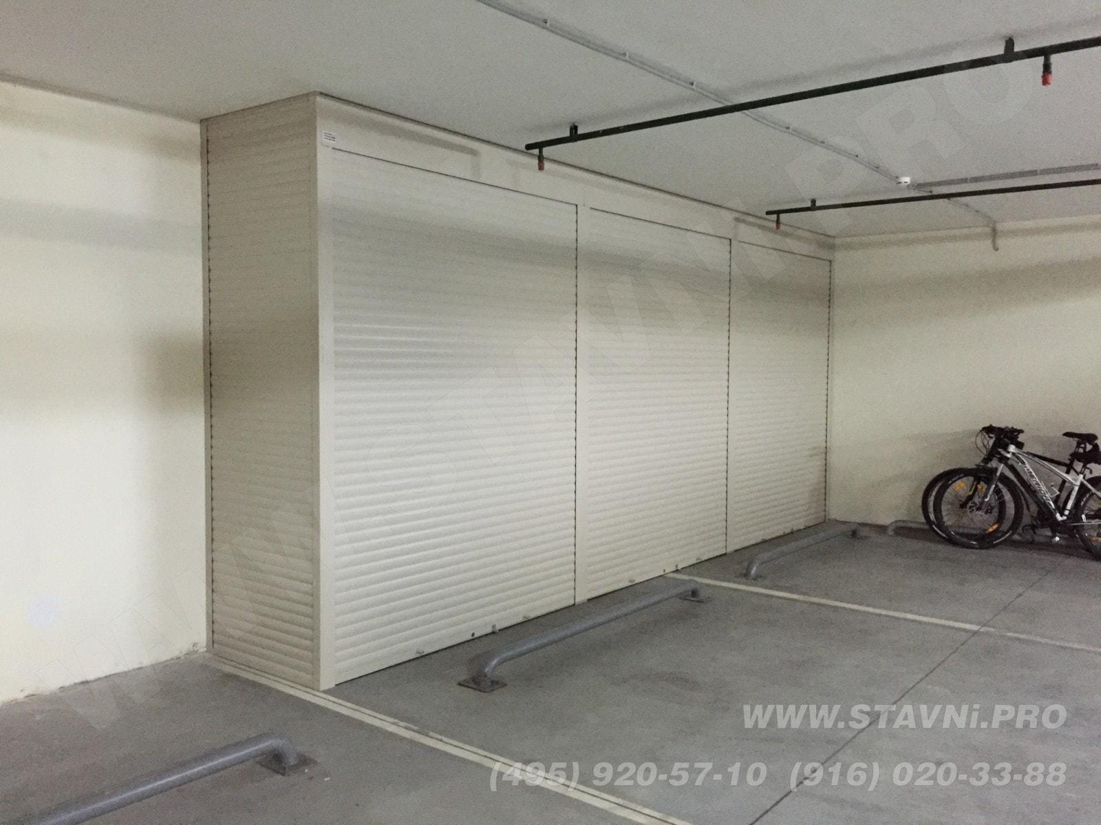 большой шкаф стеллаж в паркинге