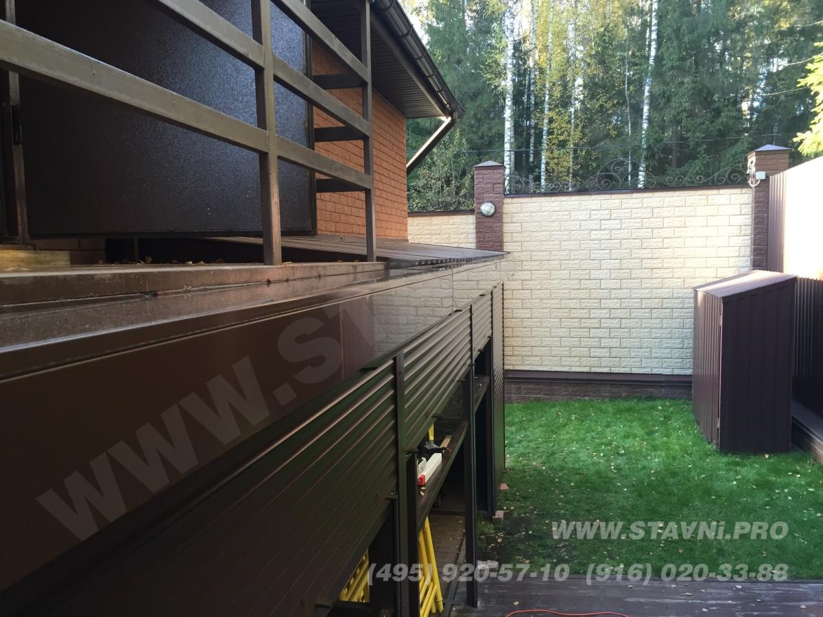 роллетные двери на металлическом стеллаже