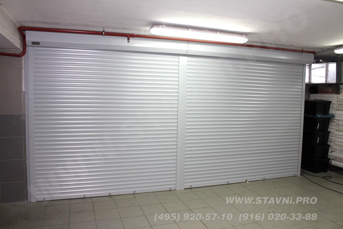 Рольставни с фасада роллетного шкафа в подземной автостоянке