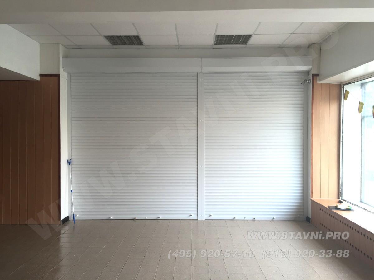 Рольставни двери входа в магазин