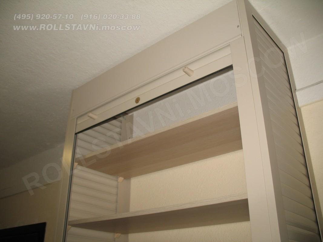 шкаф мебельный с роллетной дверью и полками из дсп