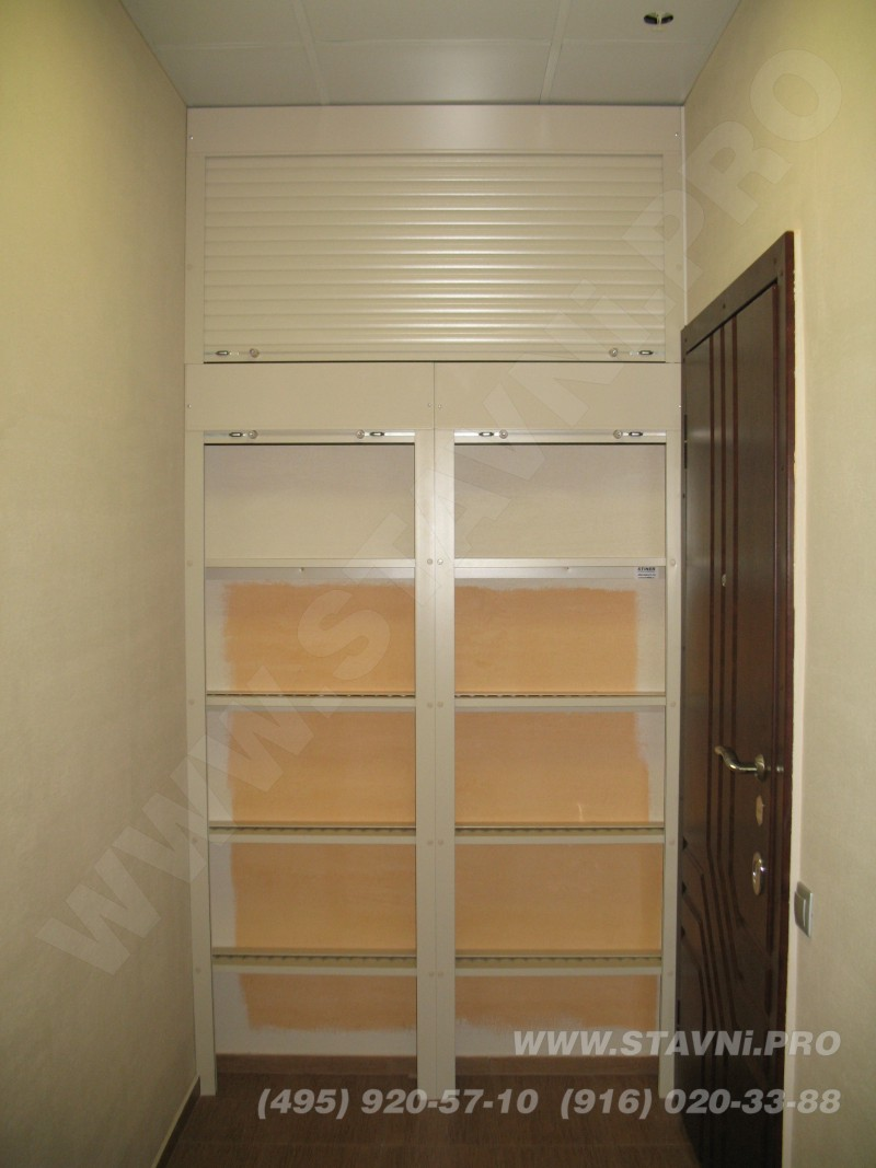 установленный шкаф роллетный в открытом виде