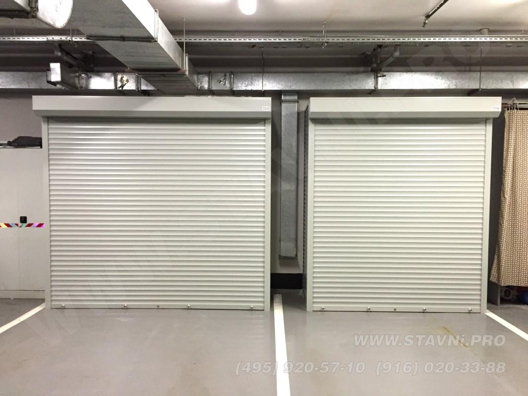 Два закрытых шкафа с рольставнями в подземной автостоянке