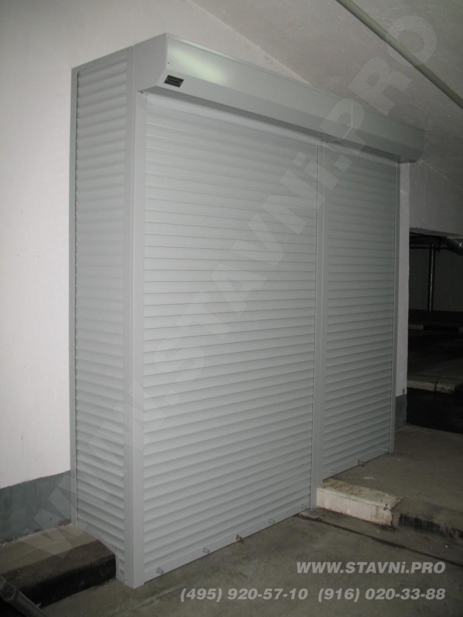 Закрытый Шкаф металлический на парковке