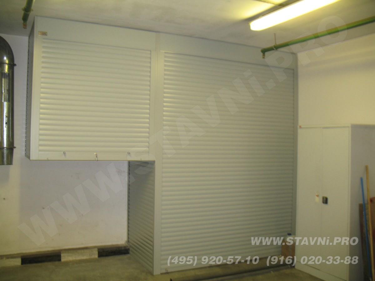 Подвесной роллетный шкаф в паркинге