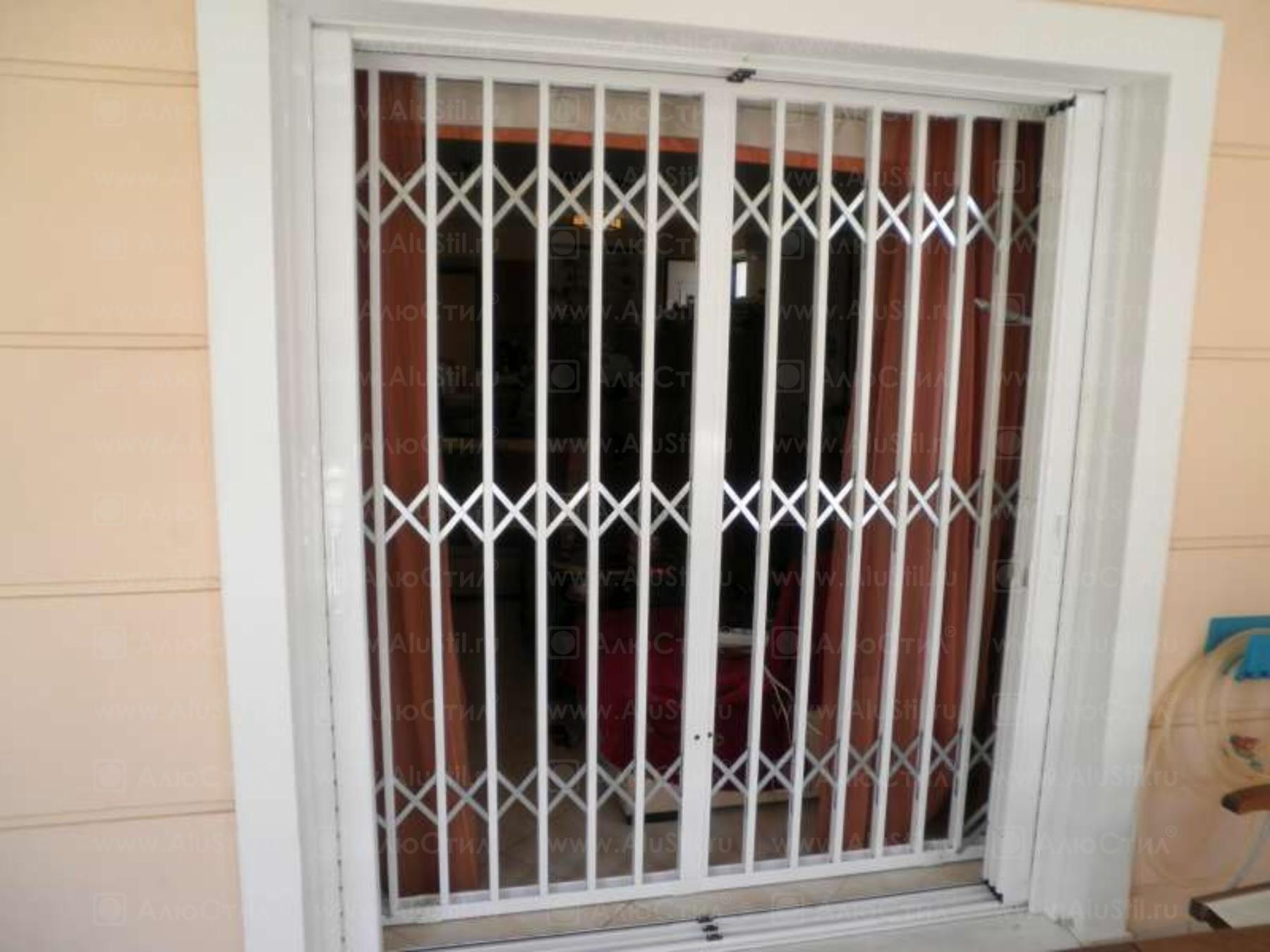 раздвижная двухсторонняя решётка алюстил для выхода на балкон
