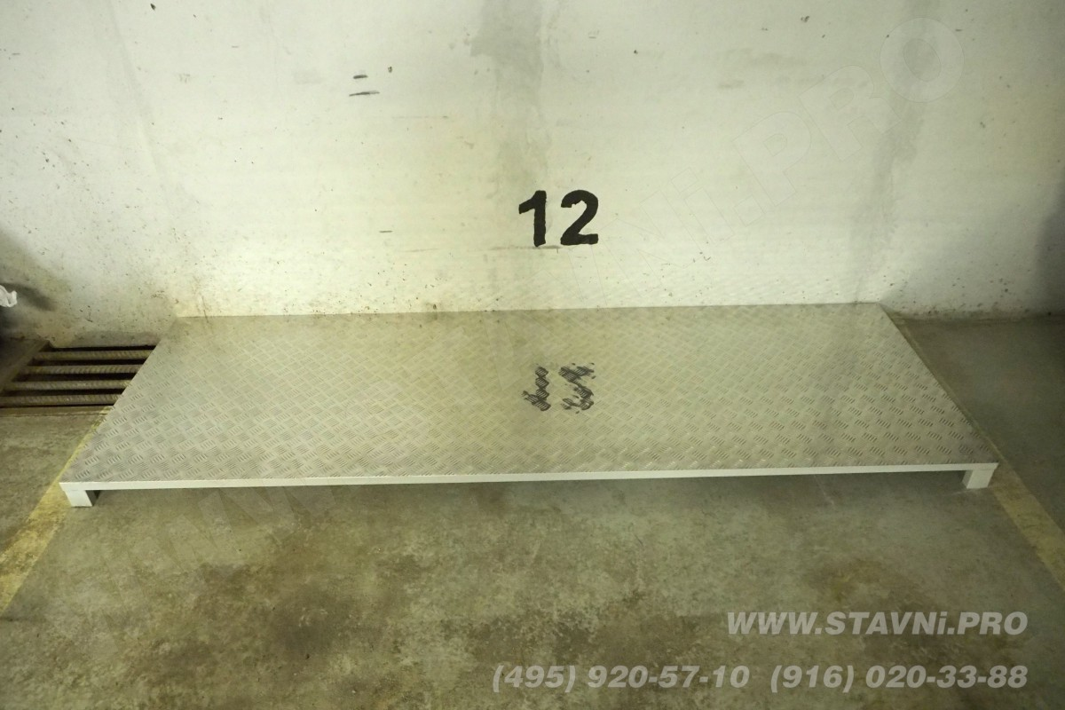 Стальной подиум с алюминиевым листом для под монтаж роллетного шкафа