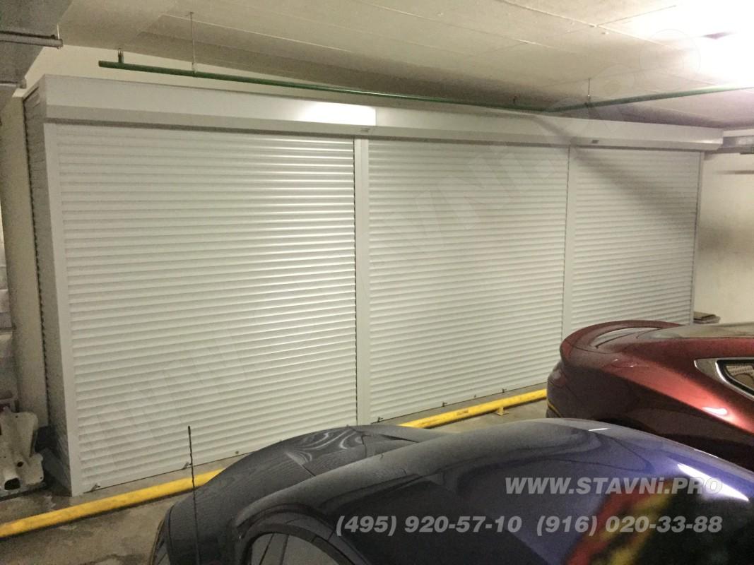 Трех секционный роллетный шкаф в гараже