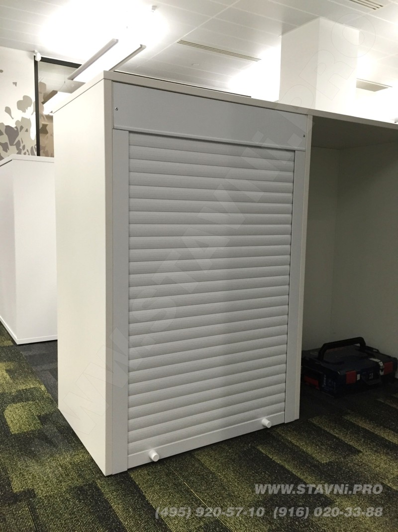 Мебельные алюминиевые рольставни встроенные в шкаф из ДСП