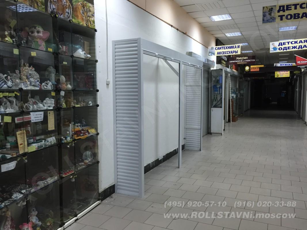 установленные рольставни в корридоре торгового центра краногорске