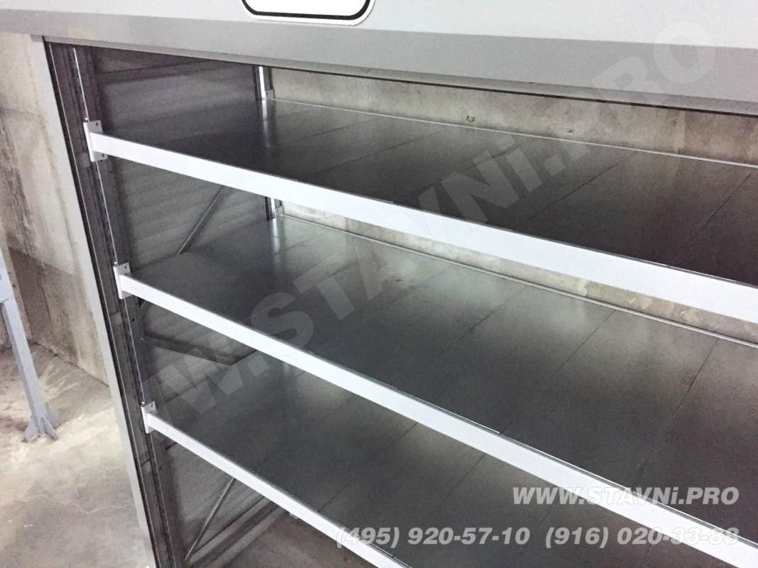 три широкие усиленные полки в шкафу роллетном