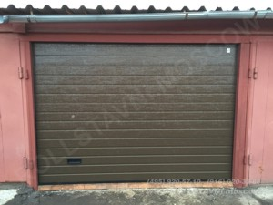 ворота секционные гаражные в гаражном комплексе