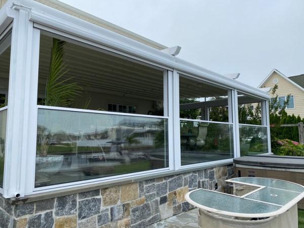 Остекление террасы подъемными окнами слайдерами