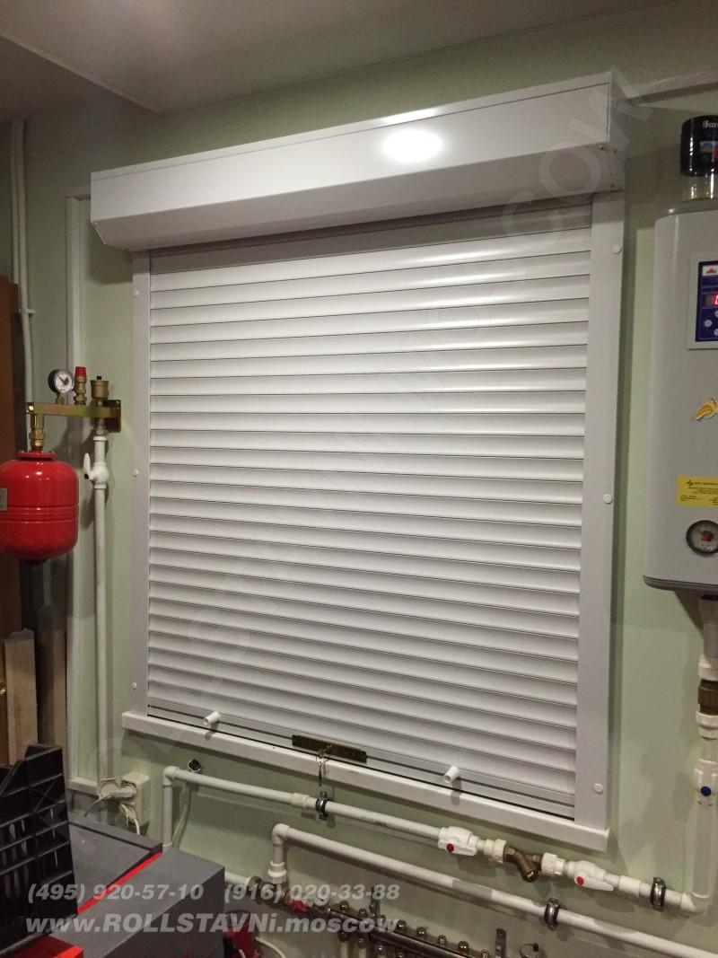 Механические защитные рольставни на окнах внутри помещения