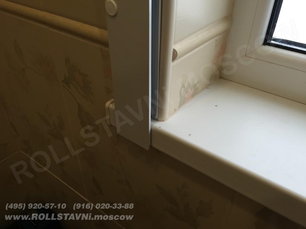 усиленная направляющая шина рольставней на окне бани в крюково недалеко от истры